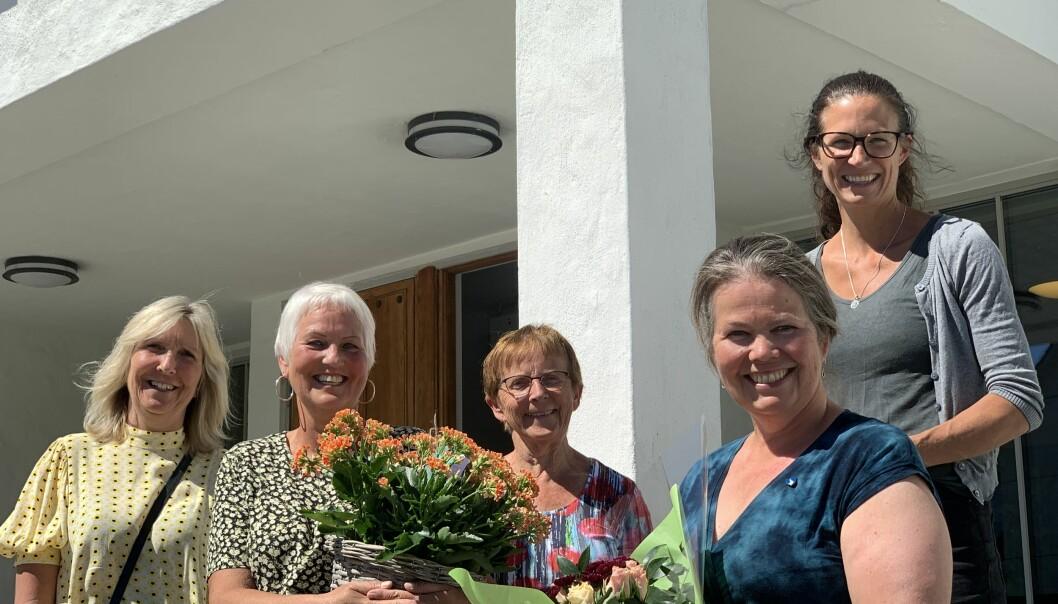 SIGNERT: Det var ein nøgd gjeng som stilte opp til fotografering etter at avtalen vart signert. Frå venstre - Hilde Kristoffersen, Merete Dale, Margrethe Haug, Vibeke Johnsen og Katrine Evebø.