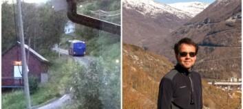 Her er bussen på veg opp Tindevegen: – Dei hadde prøvd å stoppa han utan hell