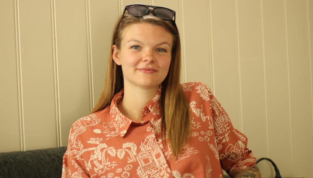 HEIME: Pia Høl er på besøk i heimbygda. Ho prøver å skyva fortida si bort, men det lèt seg ikkje gjera enkelt.