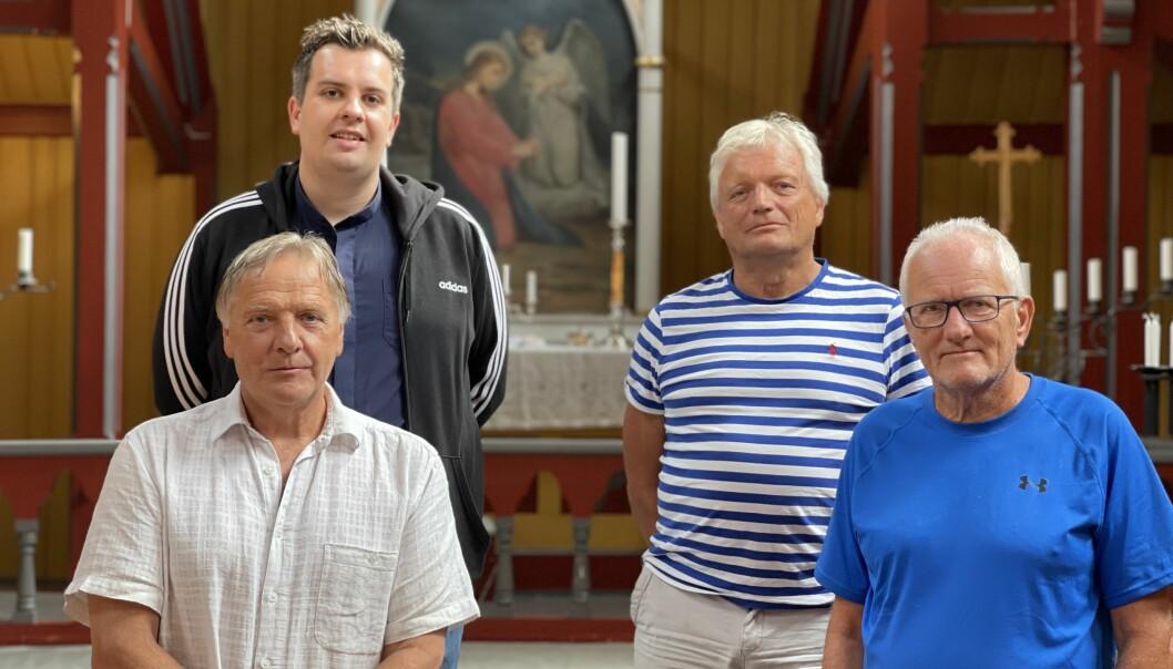 MARKERER: Prest i Lærdal Gunnar Eldevik (b.v.) og Longhorn-medlemma Ragnar Sanden (b.h.), Kristen Olav Grøttebø (f.v.) og Steinar Kvigne (f.h.) trur fleire vil trenge eit tilbod i kyrkja den 22. juli i år.