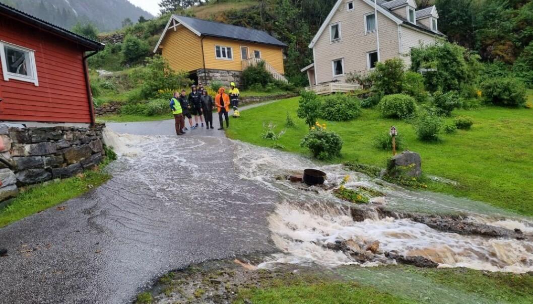 INENST: Slik såg det ut når Høyanger brannvesen kom på staden.