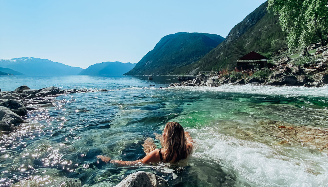 BADA: Dagleg leiar i Porten, Kristine Haglund, nyttar alle finvêrsdagar til å bada.