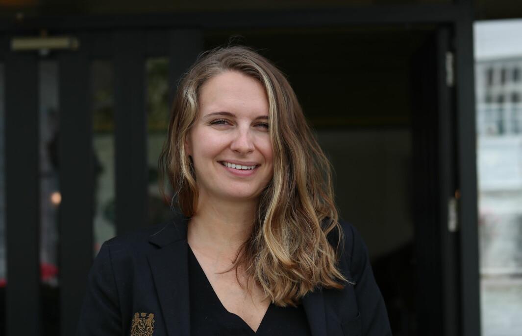 NYTT: Hotellsjef ved Leikanger Fjordhotel Emilie Pellegrino seier at ho merkar at det er fellesferie når ho ser på talet på gjester.