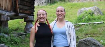 Tvillingane Annelie og Amanda har tatt over vertskapet på Vetti: Men eit positivt prøvesvar sat ei stoppar for opningsplanane.