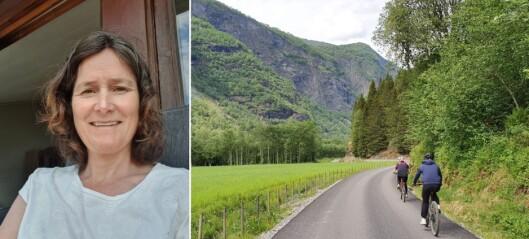 Frøydis har ei oppmoding til syklistane som ferdast i Flåmsdalen: – Allereie i år ser me at det har vore fleire alvorlege ulukker