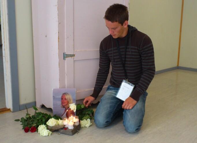 EITT ÅR ETTER: Håvard Bøyum på staden søskenbarnet var funnen. Bildet er tatt eitt år etter 22. juli