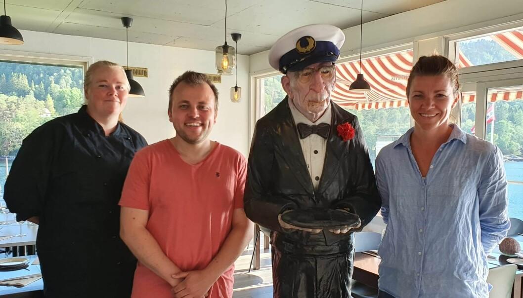 SOMMAROPE: Frå venstre: Anne Katrine Tveit, Daniel Olai Kvernøy, ein kaptein og Maike Norman Bøe har hatt nok å sysla med denne sommaren.