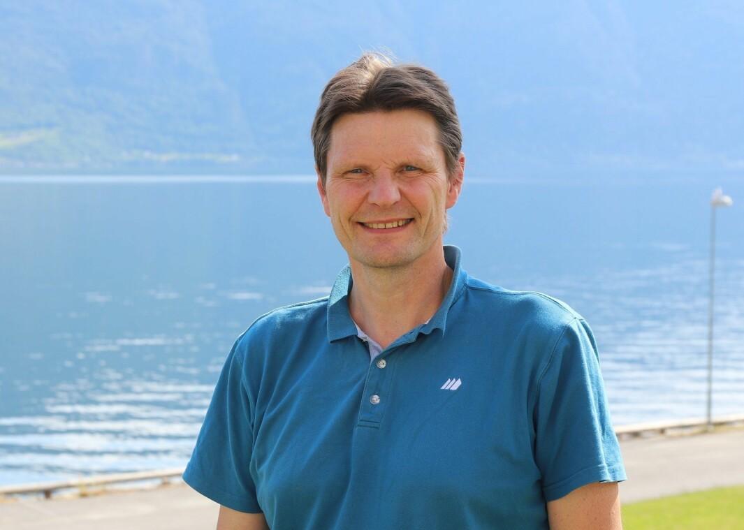 OPPHEVAR KOKEPÅBODET: – Eg er veldig nøgd og veldig letta over at det no er reint vatn, seier kommunalsjef Arne Abrahamsen.