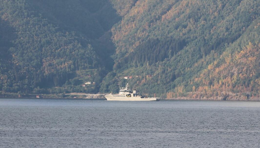 KV BERGEN: Kystvaktskipet KV Bergen, med nummeret W341 på skroget, patruljerer Sognefjorden.