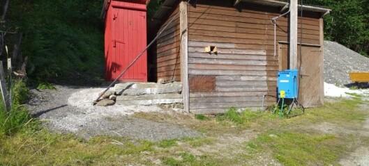 Her ligg toalettet - ein kilometer frå kyrkjegarden der turistane gjer frå seg