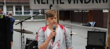 Rune (17) utfordra listetoppane om vindkraft: – Me må få vita kor de står