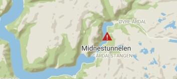 Bil køyrde i tunnelvegg i Årdal
