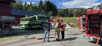 Brann i buss under reparasjon: – Var opne flammar
