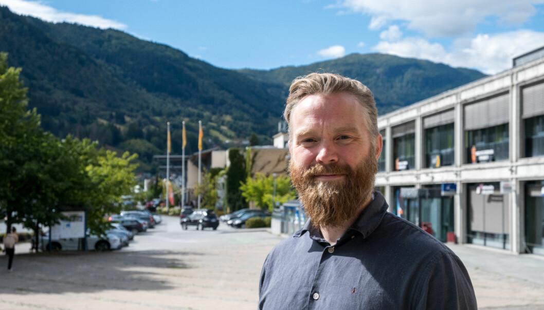 PLANEN KLAR: Kulturhusjef Stig Blindheim-Hansen i Sogndal har eit fullt program denne hausten.