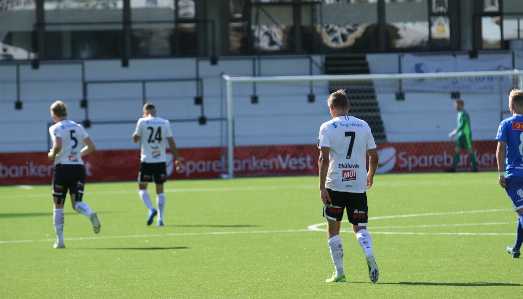 LITE TRØKK: Det såg lovande ut etter fyrste kvarteret etter scoring frå Skålevik, men haustmørket la seg pent over Sogndal laurdag ettermiddag.