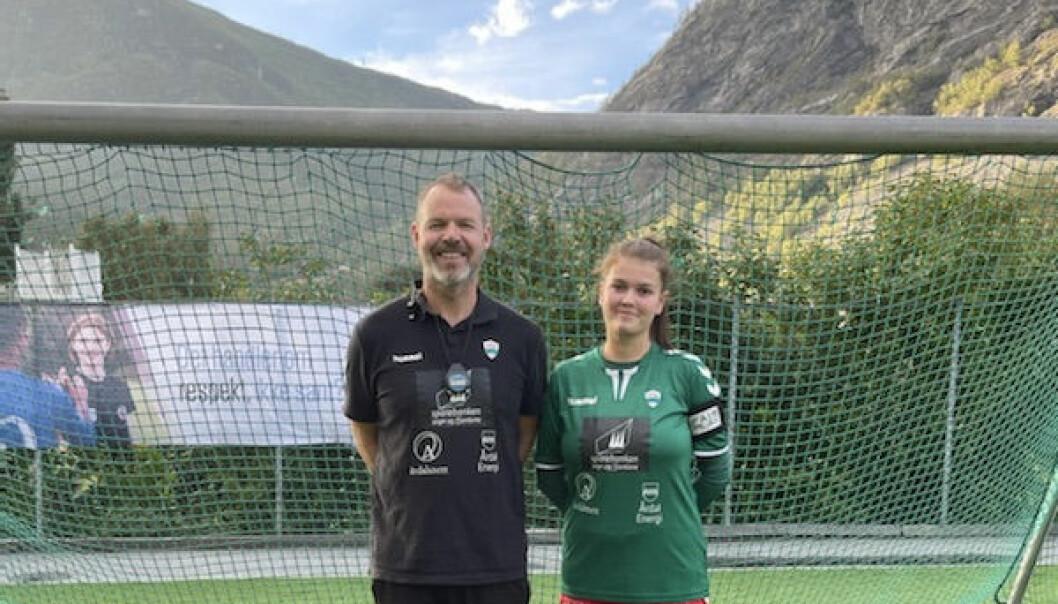 GODT NØGD: Både trenar Geir Frode Rudi og kaptein Susanne Myrland vart godt nøgde med laget sin innsats, trass i at det enda med eit 0-2-tap.