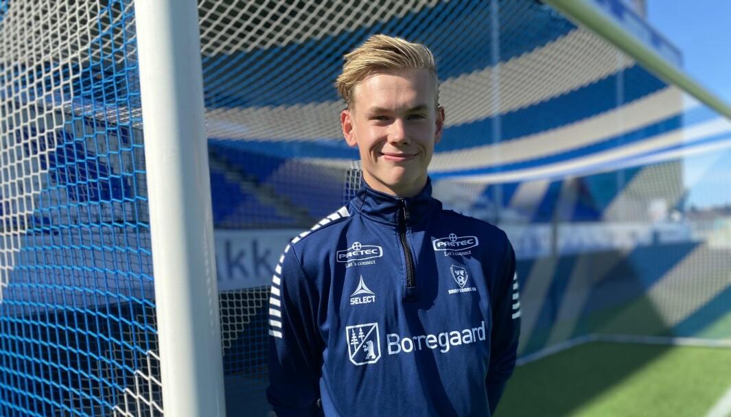 SIGNERT: I august Signerte Leander Øy si første proffkontrakt i fotballkarriera, i ein alder av 17 år. No har han kontrakt med eliteserieklubben Sarpsborg 08 fram til 2023.