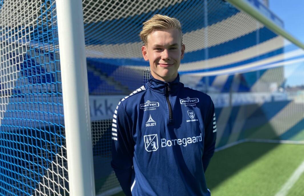 SIGNERT: Denne veka Signerte Leander Øy si første proffkontrakt i fotballkarriera, i ein alder av 17 år. No har han kontrakt med eliteserieklubben Sarpsborg 08 fram til 2023.