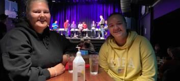 Astrid og Anna var til stades på debatten i Sogndal: – Håpar på å få litt avklaring