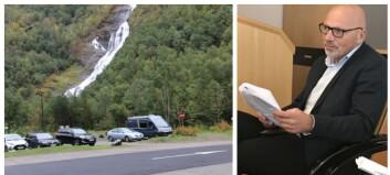 Til neste år kan du måtta betala for å parkera på Hjelle: – Årdal er eigentleg seint ute med dette