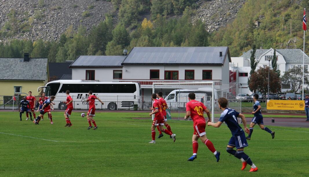 FRAMLEIS UNDER STREKEN: 1.-omgang mellom Årdal og Ready var lite underhaldande. Her er Ready på ein sjeldan visitt i heimelaget sin 16-meter.