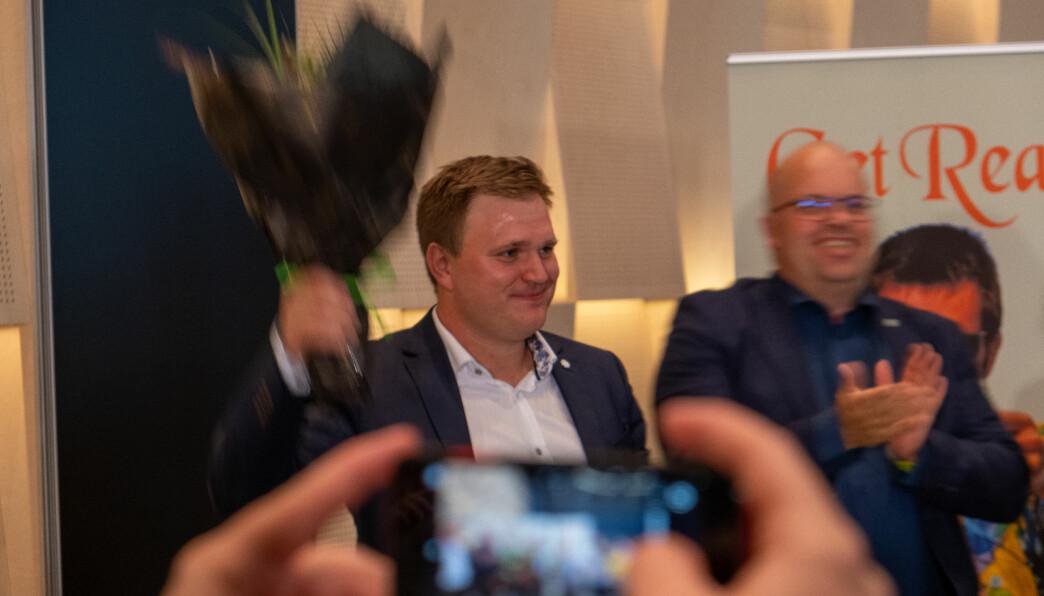 SMILTE: Aleksander Øren Heen vart hylla av SP-klanen etter at resultatet var klart.