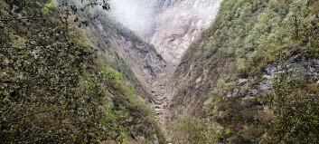 Stort ras oppdaga torsdag morgon: – Det er støv langt opp i fjellsida