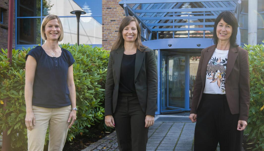 GRUNN TIL Å SMILE: Frå venstre: Dagfrid Vallestad Brevik (kunderådgjevar), Linda Vøllestad Westbye (direktør privatmarknad) og Ingunn Slettehaug (kunderådgjevar).