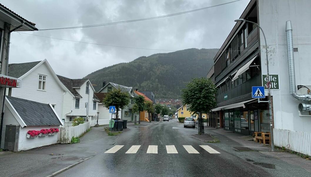 SOGNDALSFJØRA: Slik har himmelen sett ut store delar av tysdagen i Sogndal. Det er lite som tyder på at dette endrar seg heilt med ein gong.