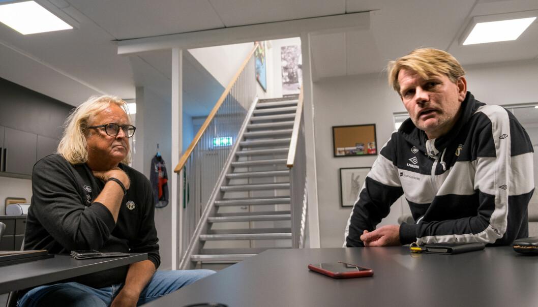 SETTE SEG NED: Rasmus Mo (t.v) og Ole Erik Grinde tok seg tid til å sette seg ned å snakke om overgangen.