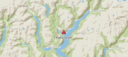 Kø etter steinras utanfor Gaupne: – Snakk om ein stor stein