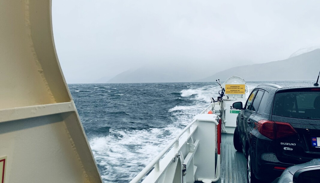 VIND: Ein stormfull Sognefjord sett frå om bord på ferja MF «Tansøy» på veg til Nordeide i oktober 2020.