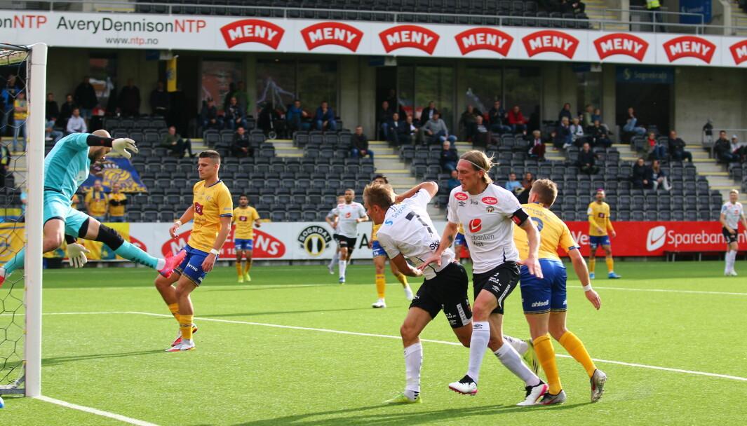 GOAL: Steffen Skålevik sette inn leiarmålet mot Jerv. Kaptein Per Egil Flo følgjer på like bak.