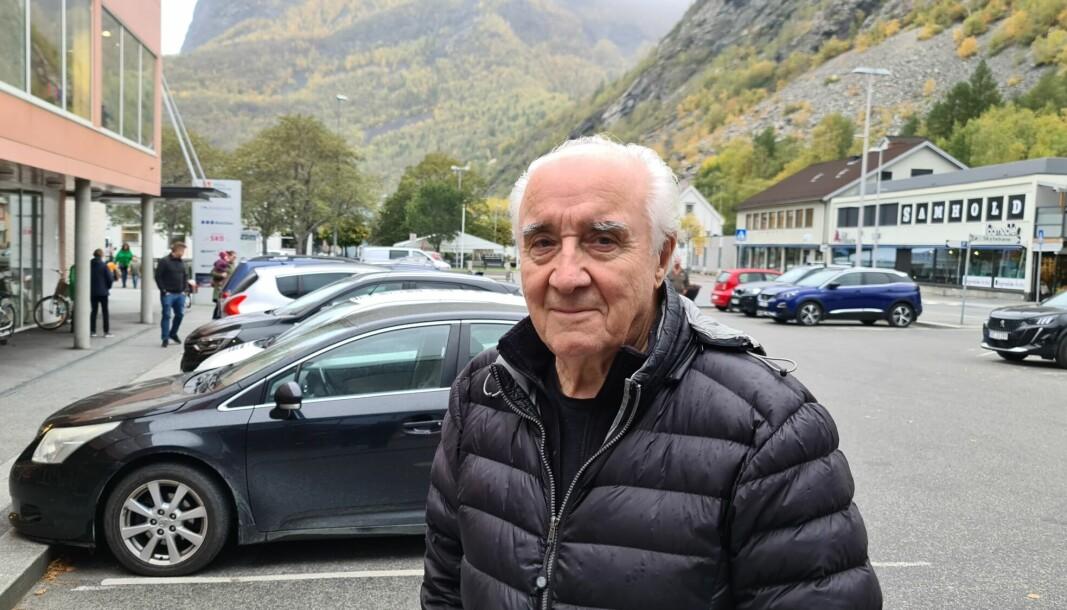 DEI ELDRE: Jann Damli ser bilen og gratisparkeringa som ein måte å kome seg ut og vere sosial på.