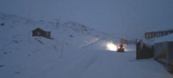 Sognefjellet nattestengt: – Anbefaler å byta til vinterdekk
