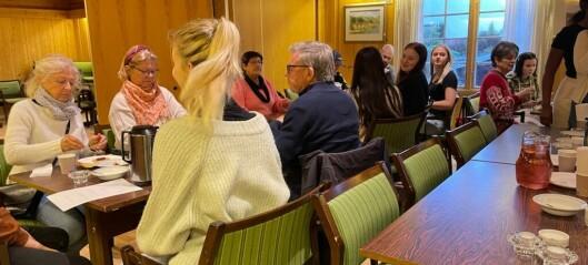 Elevar ved Høyanger VGS skal hjelpa eldre med teknologi